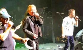 Brian Johnson , Paul Rodgers y Robert Plant juntos en el escenario