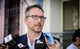 Tras anunciar su candidatura desplazaron a Holz de Migraciones
