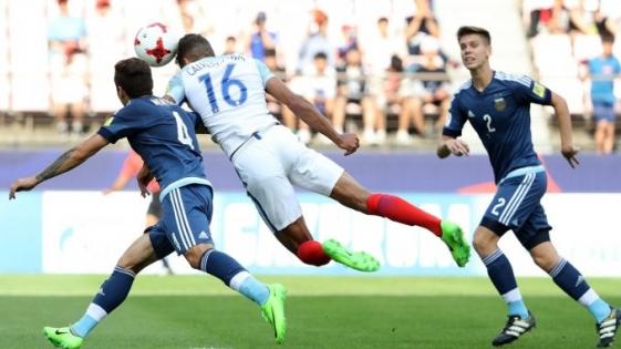 Inglaterra goleó a la Argentina en el inicio del Mundial Juvenil de Corea