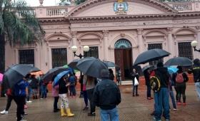 Bajo la lluvia, la CCC exigió herramientas para trabajar