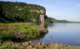 En San Ignacio, el Paraná es innavegable e inaccesible