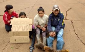 Familia de Las Tacuaritas se encadenó en Avenida 147