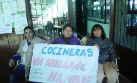 Cocineras en huelga de hambre, tras rechazar propuesta de la provincia
