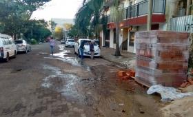 Descontrolada pérdida de agua en barrio Patotí