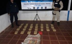 Secuestran droga oculta en una bolsa de harina