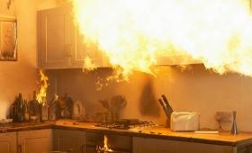 Prendió fuego su casa al jugar con aerosol y un encendedor