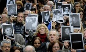 """Impulsan el """"juicio en ausencia"""" por el atentado a la AMIA"""