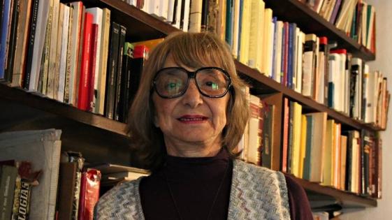 La misionera Olga Zamboni entre las 210 mil postales poéticas por el Día del Lector