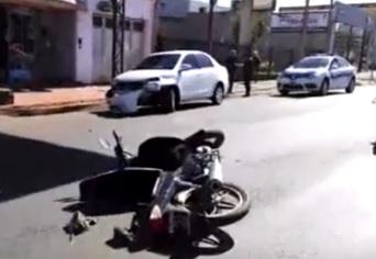 Intentó girar en av. Uruguay y provocó un choque