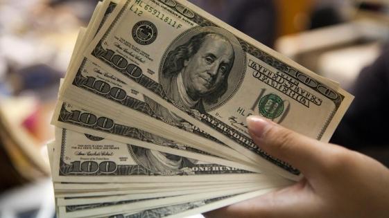 El dólar cerró en $37,42 y abrió la semana en baja