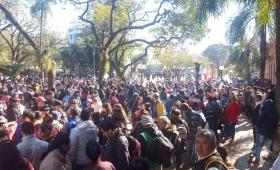 Con una olla popular, organizaciones protestaron en la Plaza 9 de Julio