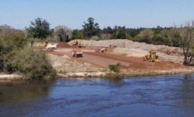 Avances en la construcción del desvío en el arroyo Guazú