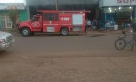 Impresionante incendio en un taller mecánico