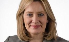 La ministra del Interior británica fue engañada por un hacker