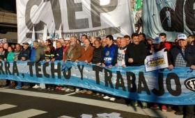 La CGT, la CTA y los movimientos sociales le exigen a Macri sumar 10 mil millones en planes