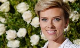 Alicia En El País De Las Maravillas leído por Scarlett Johansson
