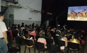 Llevan teatro y cine a comedores y merenderos de distintos barrios