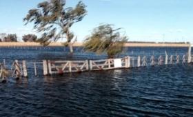 Un pueblo pampeano quedó aislado por las inundaciones
