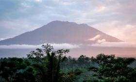 Indonesia prepara sus aeropuertos por la posible erupción del volcán Agung