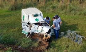 La trasladaban en una ambulancia y murió en un choque
