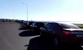Enojo de comerciantes paraguayos por demoras en el puente