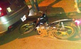 Robó una moto, chocó un auto estacionado y terminó preso