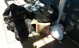 Reconocimientos Médicos, entre la basura y el mal olor