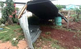 La tormenta arrancó la mitad del techo de su casa