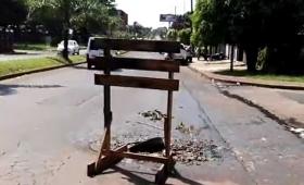 Cloaca abierta en avenida Santa Cruz