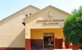 Cien alumnos dan clases en una escuela sin agua ni luz