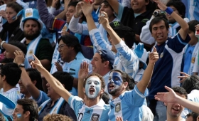 FIFA volvió a multar a la AFA por cantos homofóbicos
