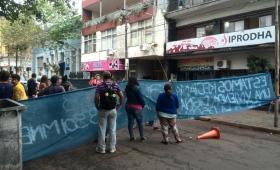 Familias reclamaron viviendas al Iprodha, ante el peligro de desalojo