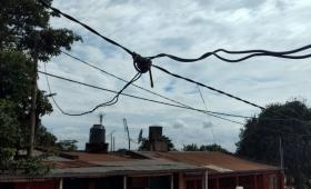 Barrio San Lorenzo sin alumbrado y con cables caídos