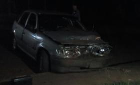 Alcoholizado chocó un poste, a otro auto y se fugó