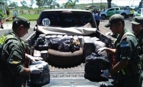 Corrientes: huyó y abandonó una tonelada de droga
