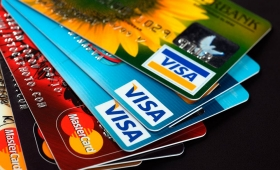 Economía: Recomiendan tener cuidado con las tarjetas de crédito