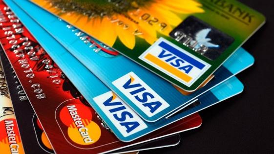 Recomiendan evitar el endeudamiento con tarjetas de crédito