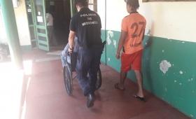 Agonizaba en la vereda y fue reanimado por policías