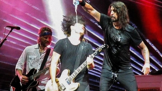 Un fan tocó con Foo Fighters y sorprendió a todos