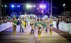 Intenso tránsito fronterizo en Iguazú por el Carnaval