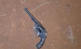 Andaba armado con un revólver y fue detenido en Campo Viera