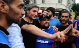 Máximo Kirchner llegó a la marcha rodeado de guardaespaldas