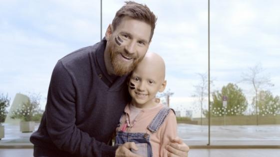 Messi da un paso más en su lucha contra el cáncer infantil