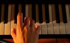 Dictan clases de instrumentos de viento y teclado en el Paseo La Terminal
