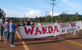 """Vecinos de Wanda protestan por el """"tarifazo"""" de Emsa"""