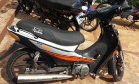 Joven fue detenido con una moto robada