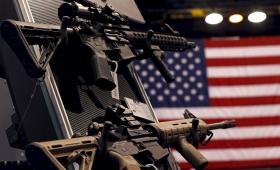 Estados Unidos anunció el primer paso para regular el uso de armas