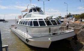 Buscan a joven que cayó de un barco en el Río Luján