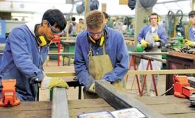 Galarza negó riesgo de despidos en Escuelas Técnicas