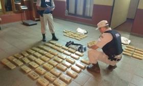 Encuentran un bolso con 60 kilos de droga